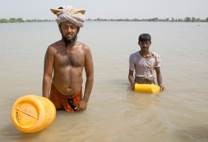 Mohammad Rezwan, 24, swims one hour every other day to get food from at a World Food Programme distribution in Kashmore, Pakistan. Photo: IRIN News
