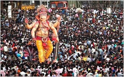 The visarjan (immersion) of Shri Ganesh. The idol is accompanied by huge crowds in Mumbai. Photo: All India Radio